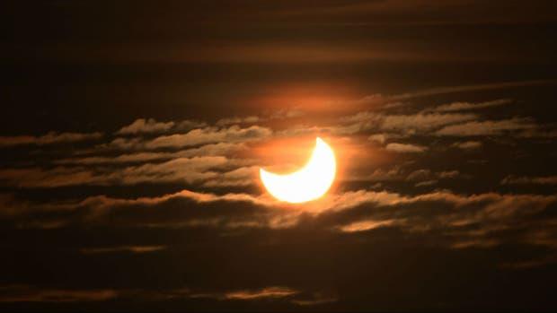 Un eclipse de Sol este siglo, con la Luna en primer plano