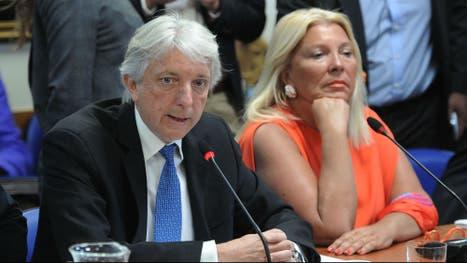 El vicecanciller Carlos Foradori al lado de la diputada Elisa Carrió, esta mañana, en la Comisión de Relaciones Exteriores