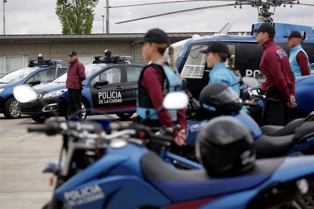 """Móviles y personal de la Policía de la Ciudad, con su """"nueva imagen"""""""