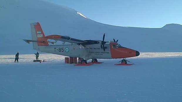 La Armada realizó el operativo de rescate en la base antártica Orcadas