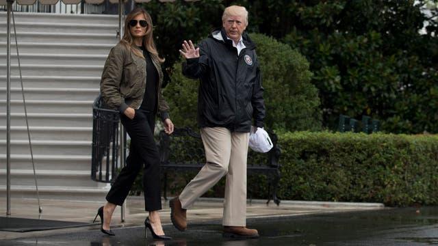 El presidente, Donald Trump y su esposa Melania fueron a Texas para evaluar el daño causado por el huracán Harvey, convertido en tormenta tropical y que ha dejado ciudades inundadas, casi una decena de fallecidos y decenas de miles de evacuados