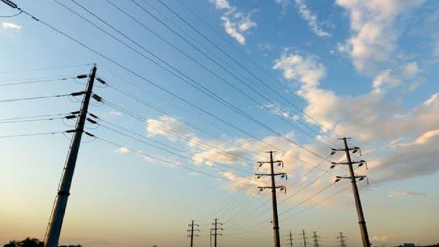 La disputa por el alquiler de postes de energía se resolvió gracias a un contrato en francés