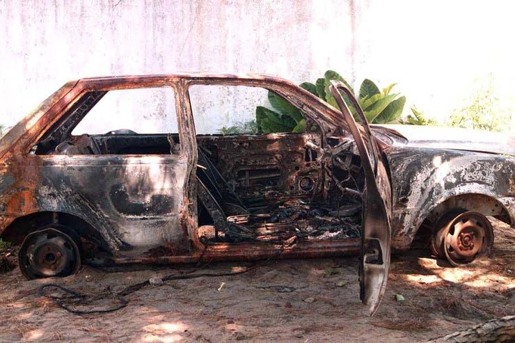 El auto que manejaba Cabezas, donde quemaron su cuerpo; la imagen fue tomada en febrero de 1997