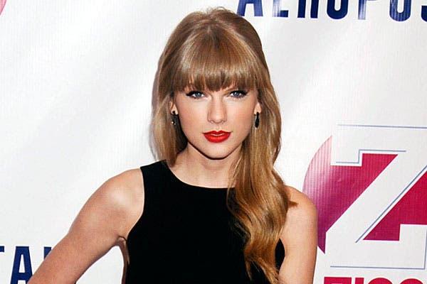 Taylor Swift, con el flequillo hacia adelante, por debajo de las cejas; ¿qué te parece?. Foto: Thetrenddiaries.com
