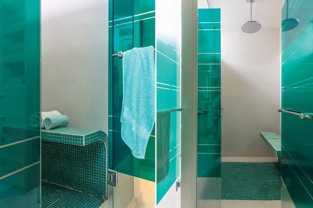 Quien Invento La Regadera De Baño:En el amplio box de ducha, la flor modelo 'Alesia' de 30cm de