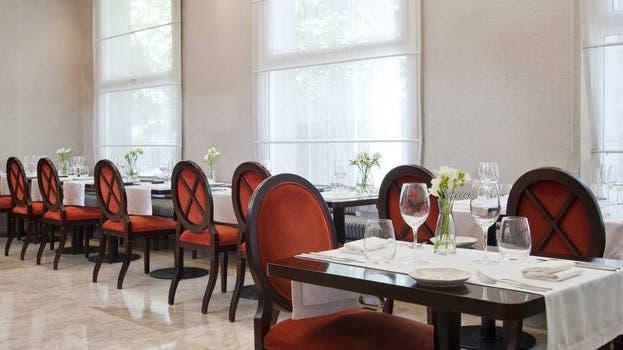 En el restaurante del NH Lancaster podés almorzar propuestas de cocina española y mediterránea