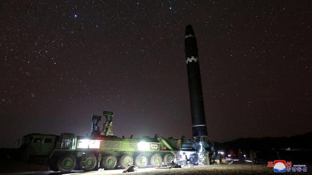 Kim Jong-un hace alarde del Hwasong-15, el misil con el que puede atacar a Estados Unidos