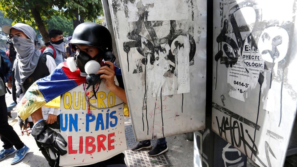 Enfrentamientos entre manifestantes y la Guardia Nacional durante el paro de 48 horas convocado por la oposición. Foto: Reuters / Andres Martinez Casares