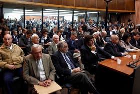 En la primera fila el comisario Weber, Coronel y su abogado; en la segunda, de izquierda a derecha, Capdevilla, Acosta, Garcia Tallada