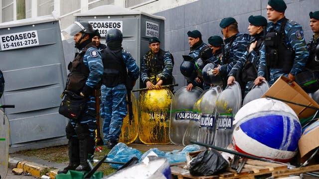 La policía preparada para el desalojo