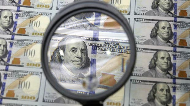 El dólar paralelo volvió a superar la barrera de los $16
