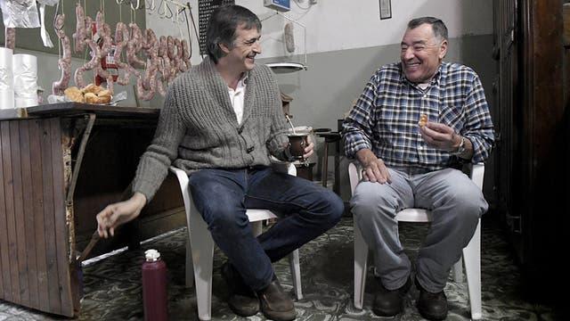 Esteban Bullrich vistió una carnicería de su barrio en Junín
