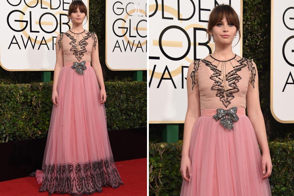 Impecable el estilismo de Felicity Jones. La actriz apostó a un delicado vestido de seda de Gucci. Foto: OHLALÁ! /Reuters, AFP
