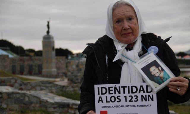 Argentinos en Malvinas: Adolfo Pérez Esquivel y Nora Cortiñas participaron de una misa para acercarse a los isleños