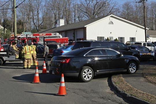 Al menos 27 personas, entre ellas 18 niños, muerieron en un tiroteo en una escuela primaria en Newtown, en el Estado de Connecticut. Foto: EFE