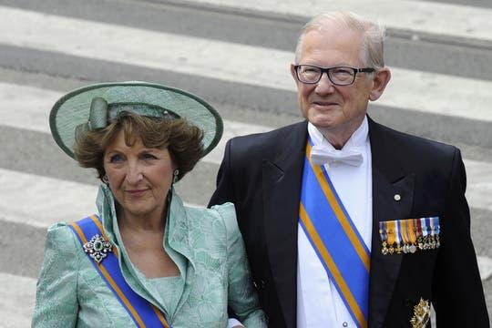 El príncipe Maurits de Holanda y Marilene, a su llegada a la iglesia para la entronización de Alejandro. Foto: LA NACION