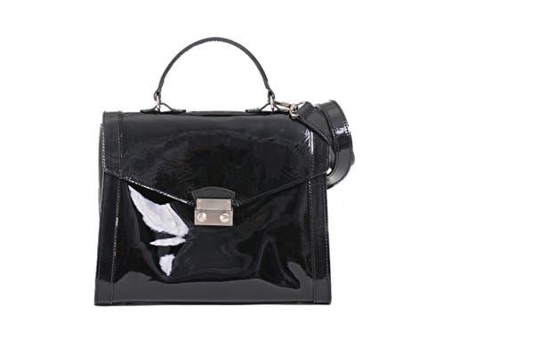¡Esta cartera de charol negro es divina! Consultar precio en Prune. Foto: Gentileza Prune