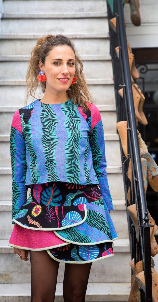 Celia Bernardo diseña a partir del color, las estampas y el mix de texturas
