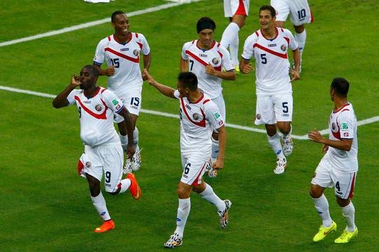 Costa Rica se enciende frente a Uruguay. Foto: Reuters