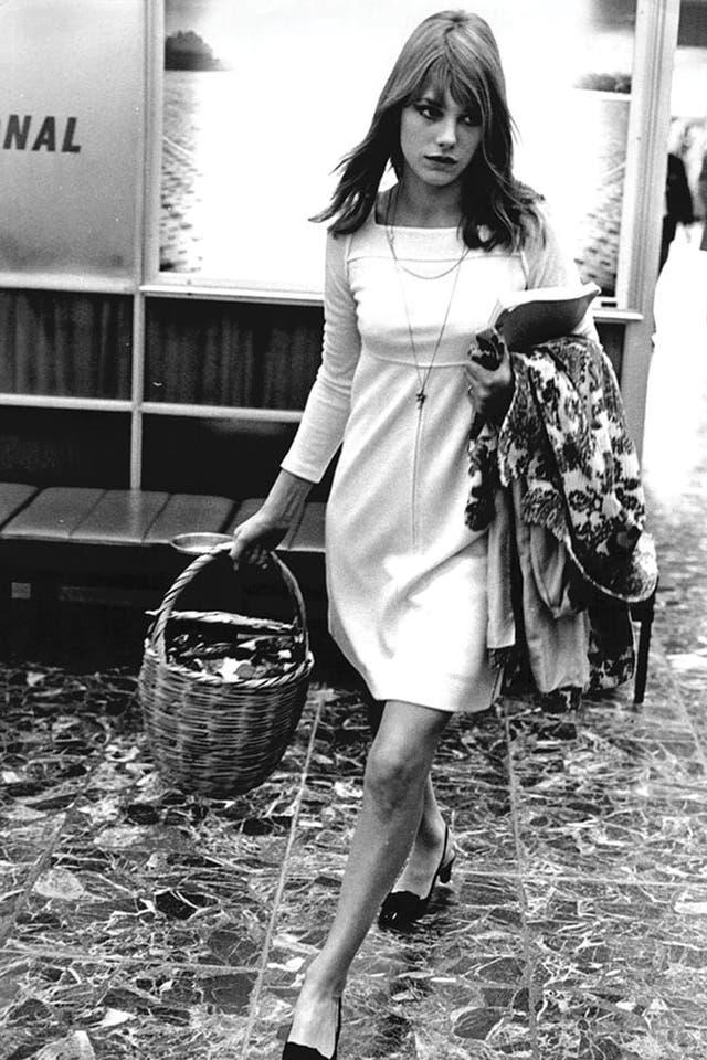 Jane Birkin impulsó la moda de las canastas en los años 70 porque son mucho más cómodas que las carteras