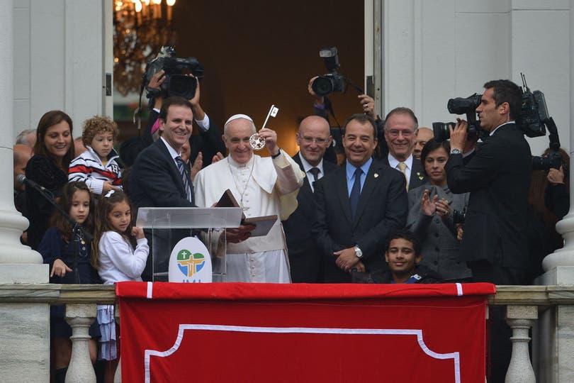 También recibió las llaves de Rio de Janeiro y bendijo a la multitud. Foto: AFP