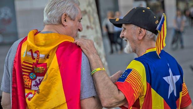 Presionan a Puigdemont para que declare la independencia