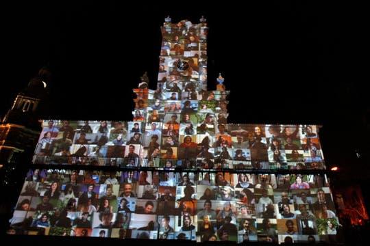 El Cabildo, recubierto de imágenes de la proyección especial en conmemoración del Bicentenario. Foto: Reuters