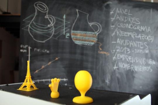 Estos son algunos de los objetos que se pueden realizar con una impresora 3D. Foto: LA NACION / Guadalupe Aizaga