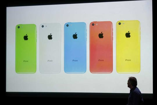 Los cinco colores disponibles del nuevo iPhone 5C. Foto: Reuters