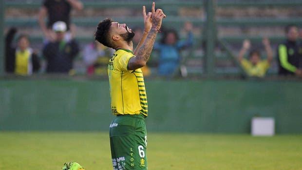 Barboza celebra su gol de penal