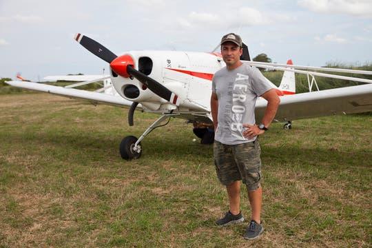 Los pilotos se convierten en expertos en este tipo de vuelos. Foto: LA NACION / Sebastián Rodeiro