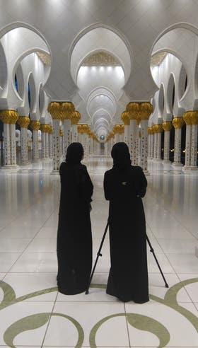 La impactante mezquita Sheikh Zayed, con 82 cúpulas