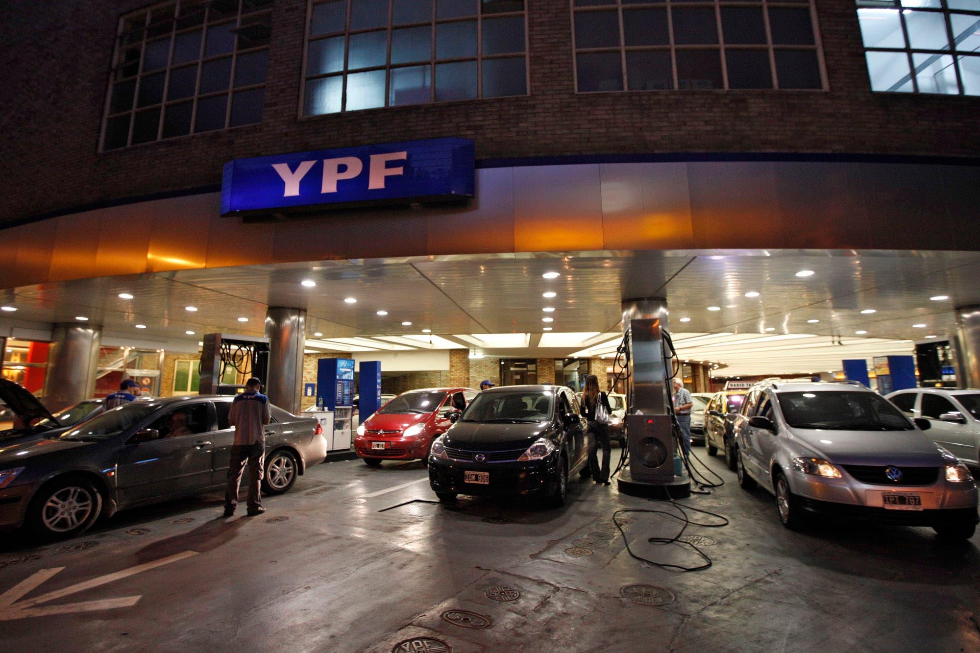 59d8208b040f YPF aumentó 3