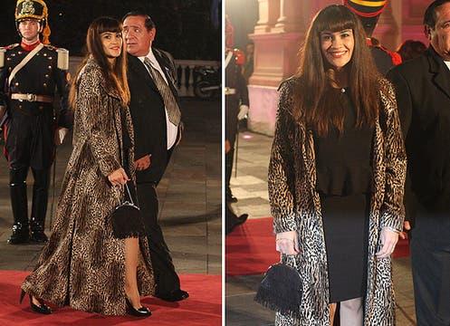 La Tigresa Acuña llamó la atención con su enorme tapado de estampa leopardo que llevó sobre un vestido corto en color negro. Foto: LA NACION y agencias