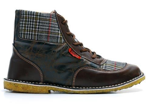 Inspiradas en el Chavo del Ocho, botas cortas de cuero y tela de la firma Puro, $ 320.. Foto: lanacion.com