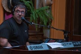 Lito, en sus estudios de San Telmo, ensaya para la presentación de esta noche