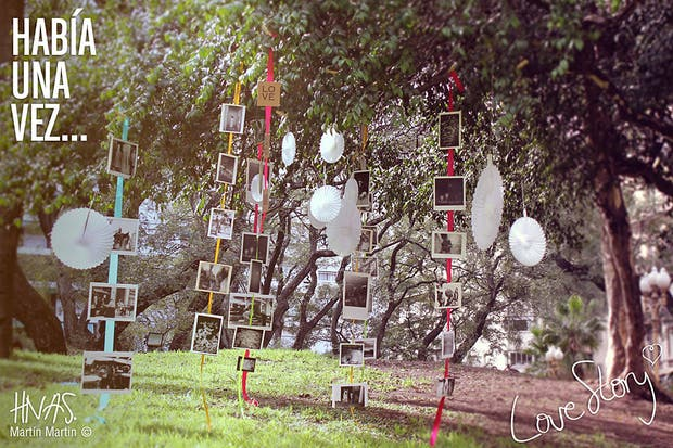 2-Pegalas con cinta bifaz a lo largo de las cintas de colores. Foto: HNAS. Martin Martin