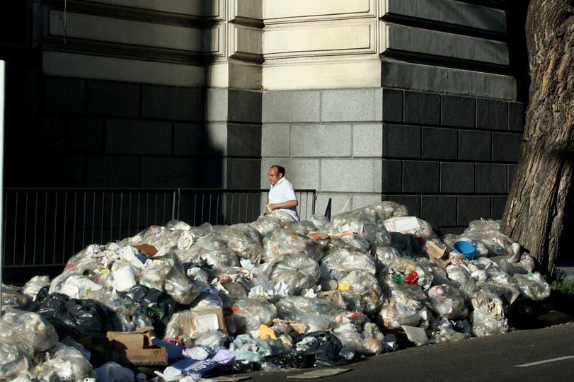 Gran cantidad de basura se acumuló en Buenos Aires durante un conflicto gremial, 7 de noviembre. Foto: LA NACION / Hernán Zenteno