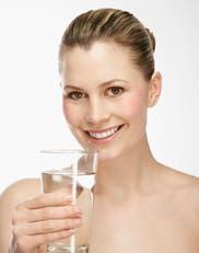 ¿Por qué es importante tomar 2 litros de agua por día?