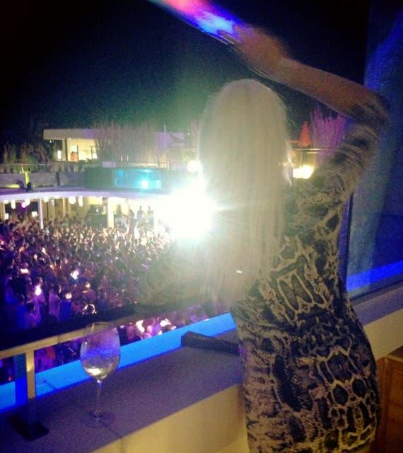 «Bienvenidos a Ibiza», nos dice Charlotte en su página de Facebook.