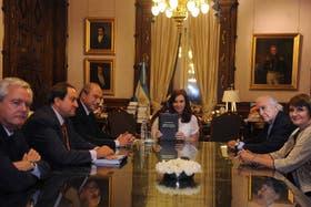 Cristina Kirchner, junto al ministro de Justicia, Julio Alak; el secretario de Justicia, Julián Alvarez y el juez de la Corte Suprema Eugenio Zaffaroni, entre otros, se reunieron en la Casa de Gobierno