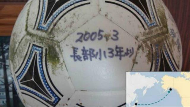 La pelota fue lo único que Murakami recuperó tras el tsunami
