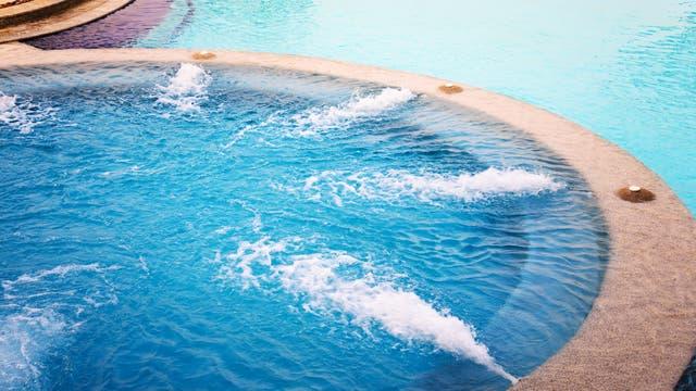 Edulcorante confirma que la gente orina en la piscina
