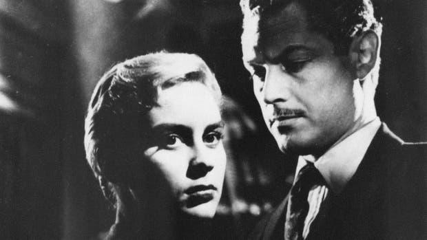 La actriz Elsa Daniel y Lautaro Murua, en la película La Casa del Ángel