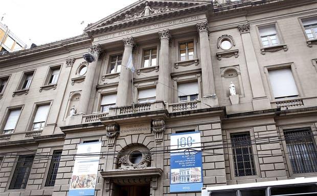 El colegio centenario en la calle Montevideo