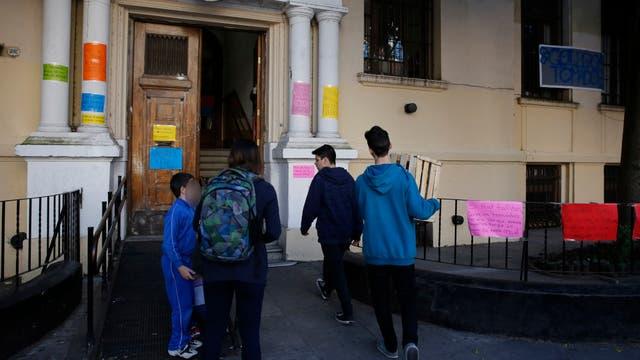 Alrededor de 30 escuelas siguen tomada en Capital