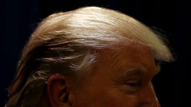 """Ivanka supuestamente dijo que Donald Turmp tiene una """"isla"""" de cabello que distribuye por su cabeza, según el libro de Wolff"""