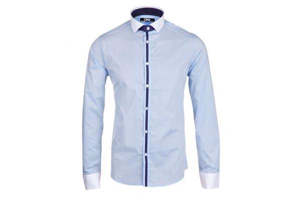 Una camisa siempre es un buen regalo. esta es ideal para una salida de tarde (Ona Saez-Dafiti, $ 389).