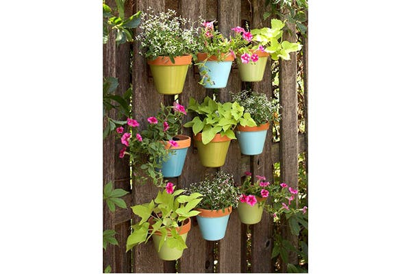 No sab s qu plantas poner en tu balc n te damos algunos consejos revista ohlal revista - Macetas en la pared ...