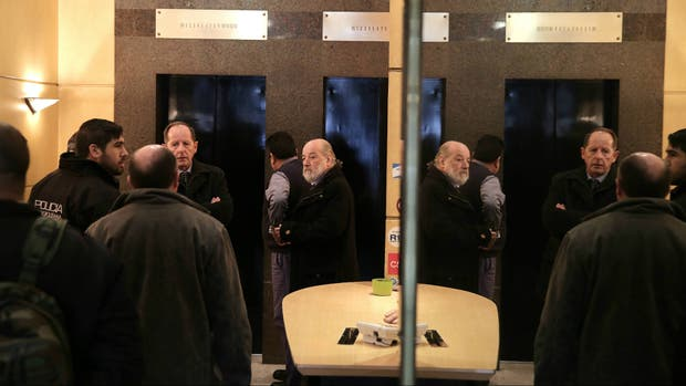 El juez claudio bonadio allana las oficinas centrales del for Grupo vips oficinas centrales